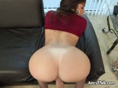 Harlot gets serviced by her well hung driver