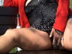 Mrspaarira pierced milf squirting outdoor