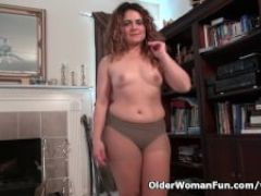 Pantyhosed milf vanessa jones fingers her hairy pussy