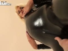 Brunette and blonde babes in black latex fondle