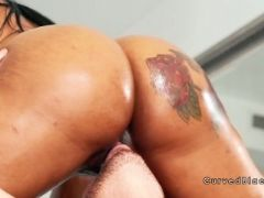 Huge twerking ass ebony rides big dick