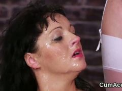 Foxy peach gets cumshot on her face swallowing all the love juice