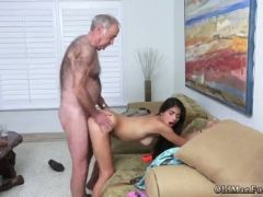 Old and young girl creampie poping pils