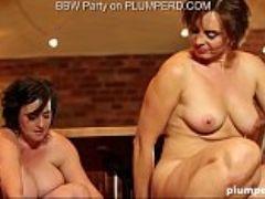 Mature fat ladies enjoying the cleaning boy