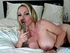 Camsoda nikki benz sexy milf masturbates and shows off her big tits